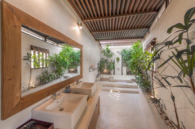 Villa Coraffan His and Hers Bathroom with Shower, Canggu | 5 Bedroom Villas Bali