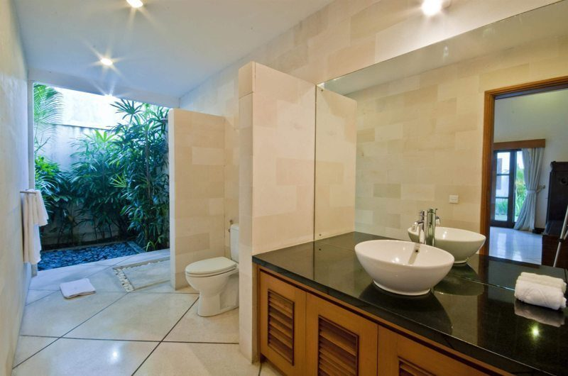 Villa Darma Bathroom with Shower, Seminyak | 5 Bedroom Villas Bali