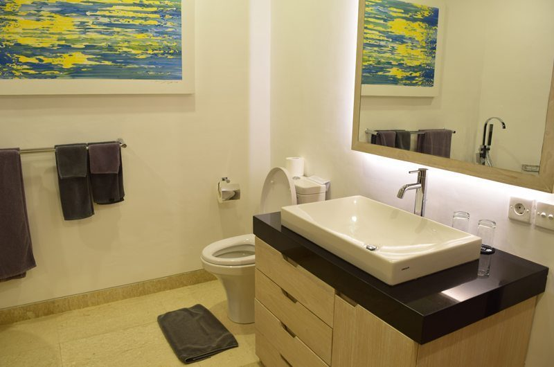 Villa Dewata ii En-Suite Bathroom with Mirror, Seminyak | 5 Bedroom Villas Bali
