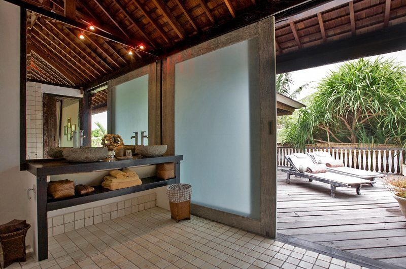 Villa Jempiring Bathroom with Outdoor View, Seminyak | 5 Bedroom Villas Bali