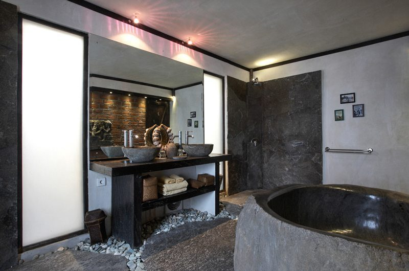 Villa Jempiring His and Hers Bathroom with Bathtub, Seminyak | 5 Bedroom Villas Bali
