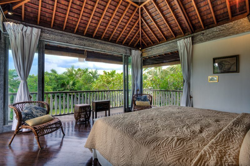 Villa Jempiring Bedroom with Seating Area, Seminyak | 5 Bedroom Villas Bali