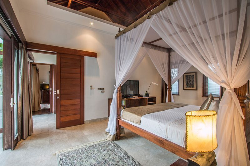 Villa Kalimaya Bedroom with Table Lamp, Seminyak | 5 Bedroom Villas Bali