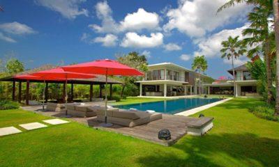 Villa Kalyani Reclining Sun Loungers, Canggu | 5 Bedroom Villas Bali