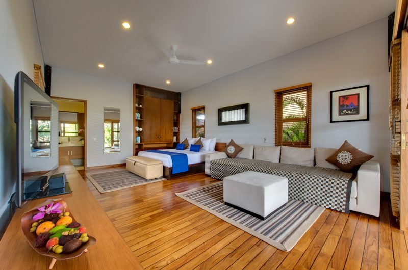 Villa Kinara Bedroom with Wooden Floor, Seminyak | 5 Bedroom Villas Bali
