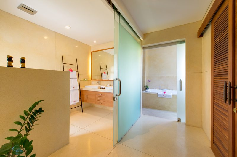 Villa Kinaree Estate His and Hers Bathroom with Bathtub, Seminyak | 5 Bedroom Villas Bali