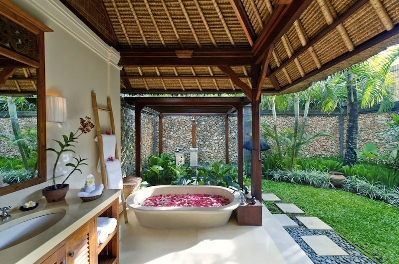 Villa Maridadi Romantic Bathtub Set Up, Seseh | 5 Bedroom Villas Bali