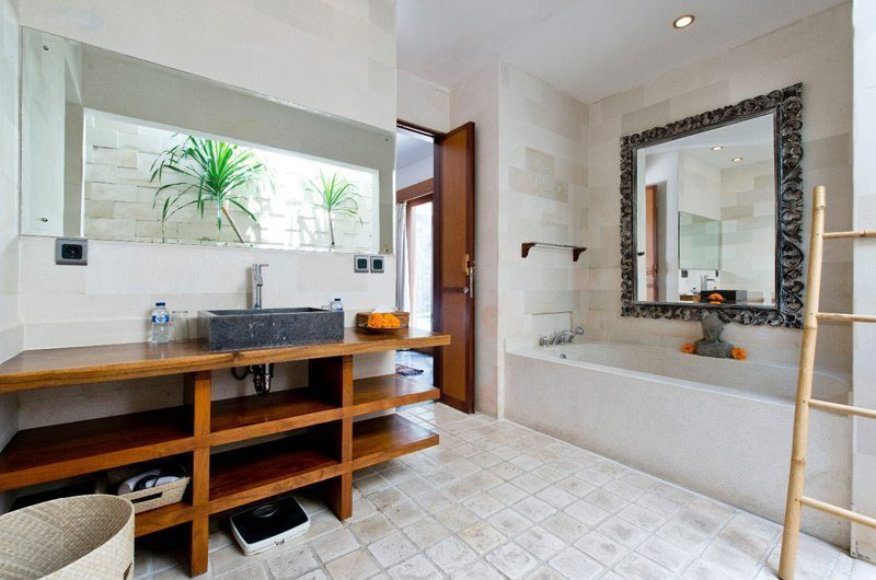 Villa Martine Bathroom with Bathtub, Seminyak | 5 Bedroom Villas Bali