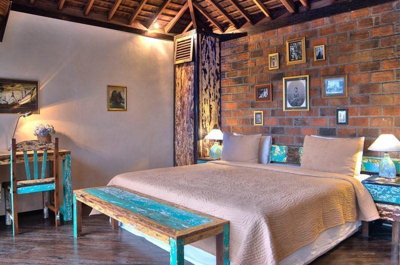 Villa Phinisi Bedroom with Study Table, Seminyak | 5 Bedroom Villas Bali