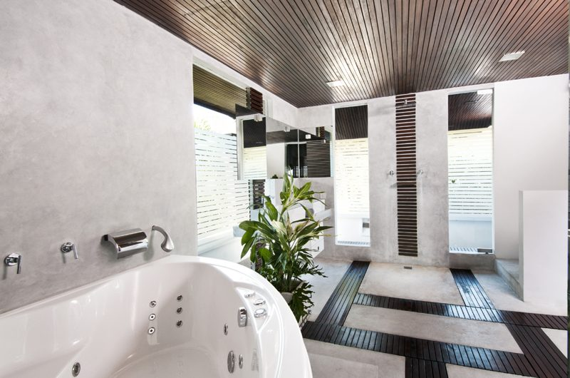 Villa Sabtu Bathroom with Bathtub, Seminyak | 5 Bedroom Villas Bali