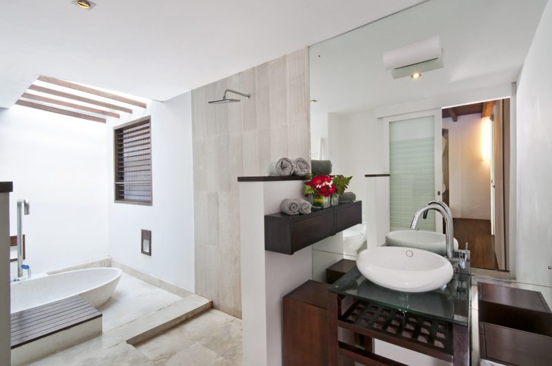 Villa Sabtu Bathroom with Bathtub and Shower, Seminyak | 5 Bedroom Villas Bali