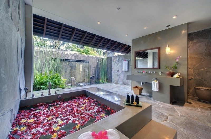Villa Samadhana Romantic Bathtub Set Up, Sanur | 5 Bedroom Villas Bali