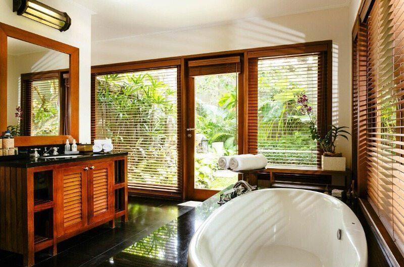 Villa Semarapura En-Suite Bathroom, Seseh | 5 Bedroom Villas Bali