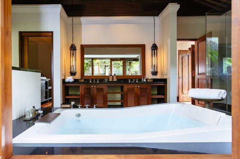 Villa Semarapura Bathtub, Seseh | 5 Bedroom Villas Bali