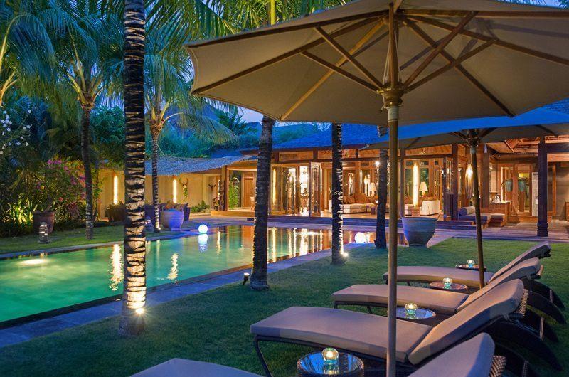 Villa Shambala Reclining Sun Loungers, Seminyak   5 Bedroom Villas Bali