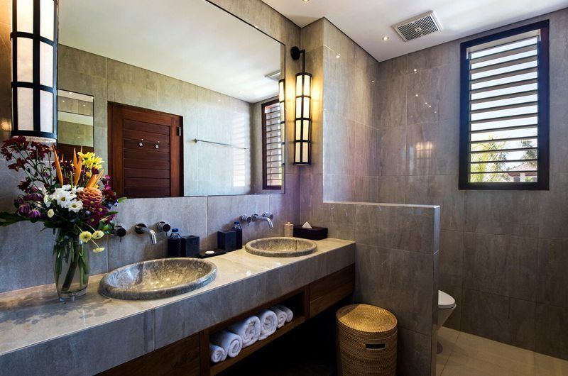 Villa Tangram His and Hers Bathroom, Seminyak | 5 Bedroom Villas Bali