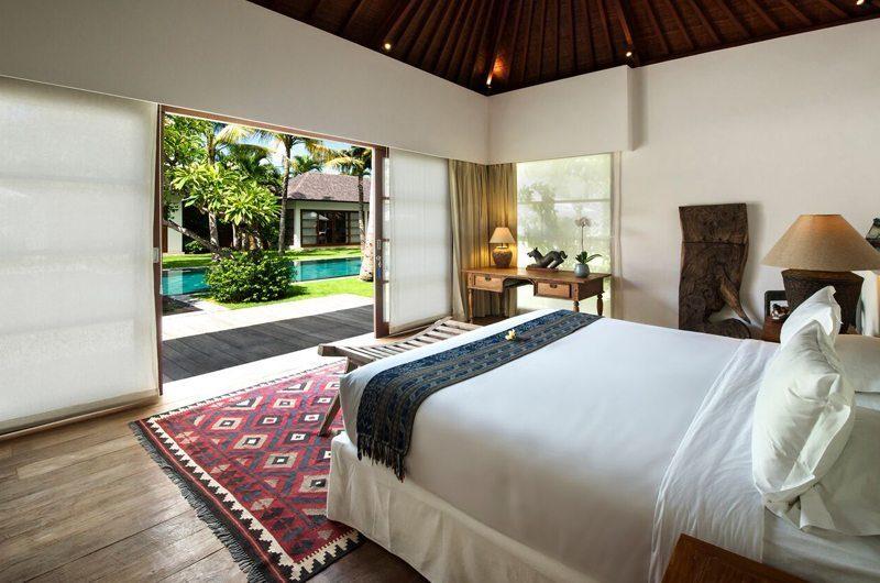 Villa Tiga Puluh Bedroom with Table Lamp, Seminyak | 5 Bedroom Villas Bali