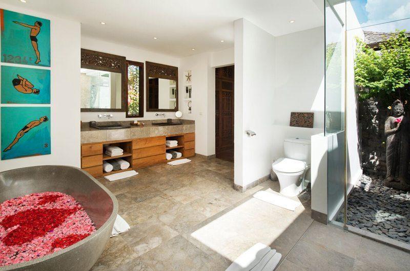 Villa Tiga Puluh Romantic Bathtub Set Up, Seminyak | 5 Bedroom Villas Bali