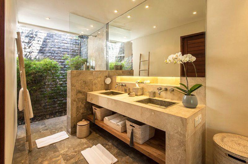 Villa Tiga Puluh His and Hers Bathroom with Shower, Seminyak | 5 Bedroom Villas Bali