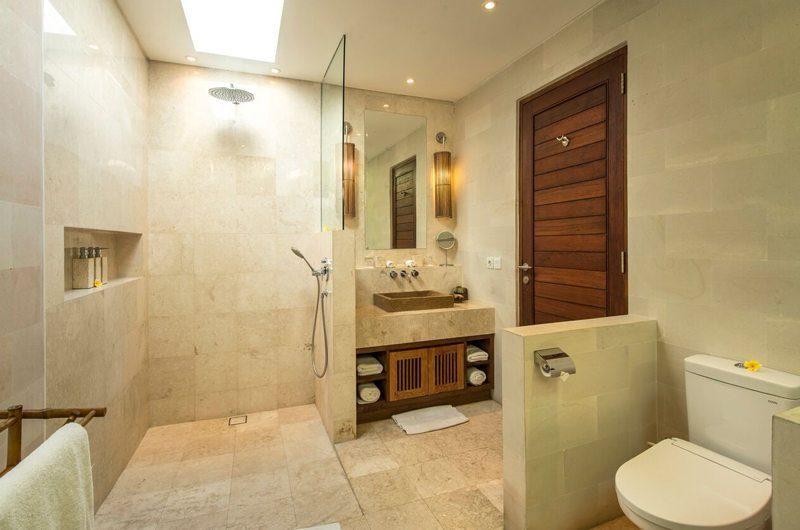 Villa Tiga Puluh Bathroom with Shower, Seminyak | 5 Bedroom Villas Bali
