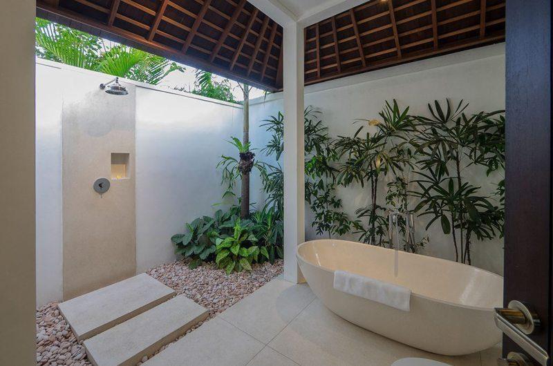 Villa Tjitrap Semi Open Bathroom with Bathtub, Seminyak | 5 Bedroom Villas Bali