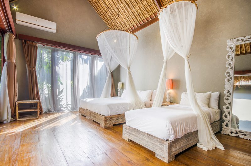 Villa Yoga Twin Bedroom with Wooden Floor, Seminyak | 5 Bedroom Villas Bali