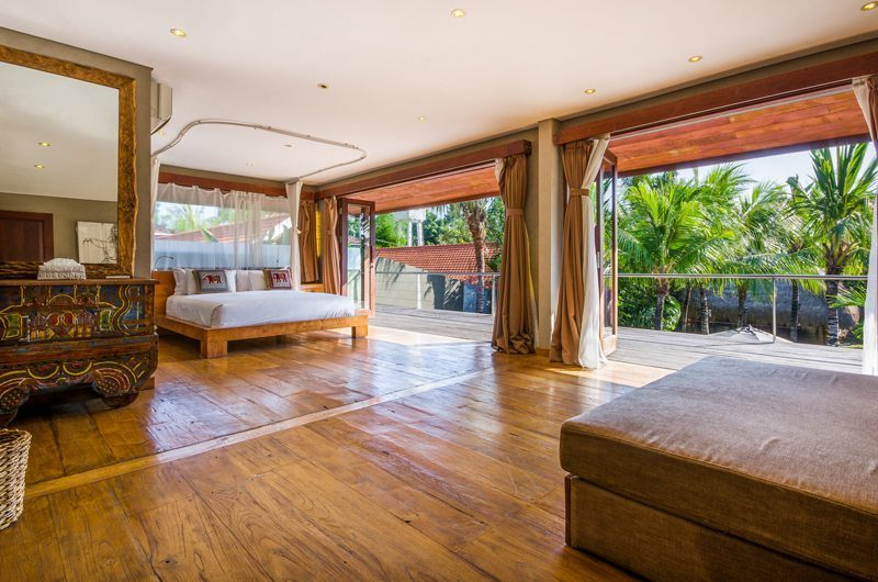 Villa Yoga Spacious Bedroom with Wooden Floor, Seminyak | 5 Bedroom Villas Bali