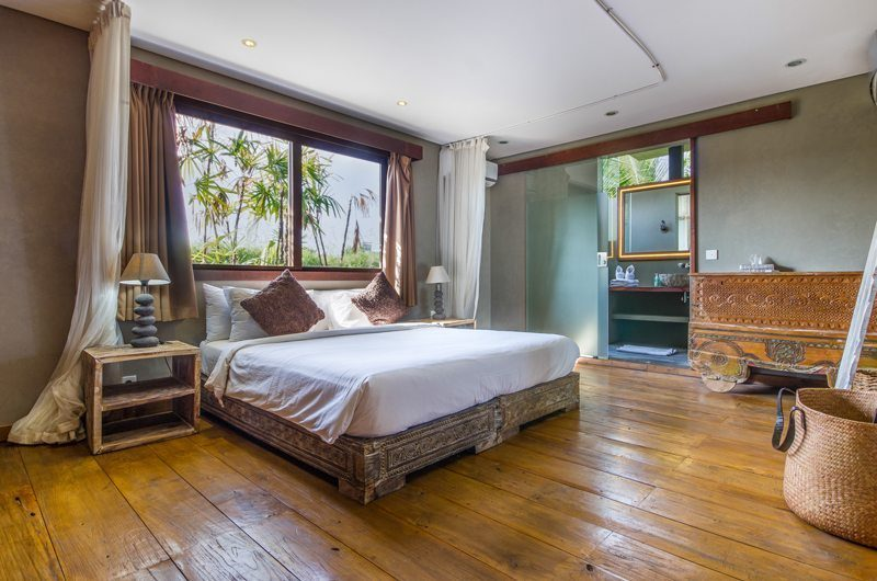 Villa Yoga Bedroom with Wooden Floor, Seminyak | 5 Bedroom Villas Bali