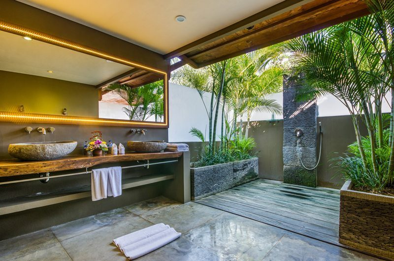 Villa Yoga Semi Open Bathroom with Shower, Seminyak | 5 Bedroom Villas Bali
